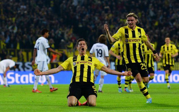 Robert Lewandowski, striker of Borussia Dortmund sponsored by Evonik