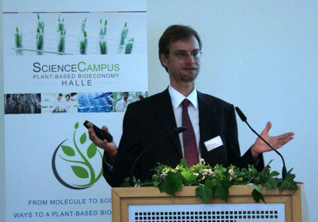 Prof. Dr. Markus Pietzsch at his talk Copyright Bioeconomy Cluster